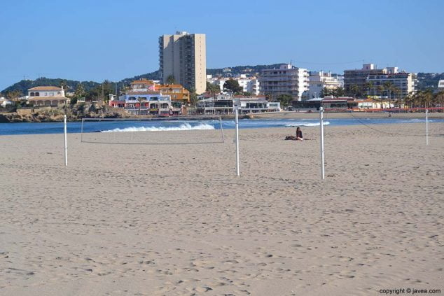 Image: Playa del Arenal is the only sandy beach in Jávea
