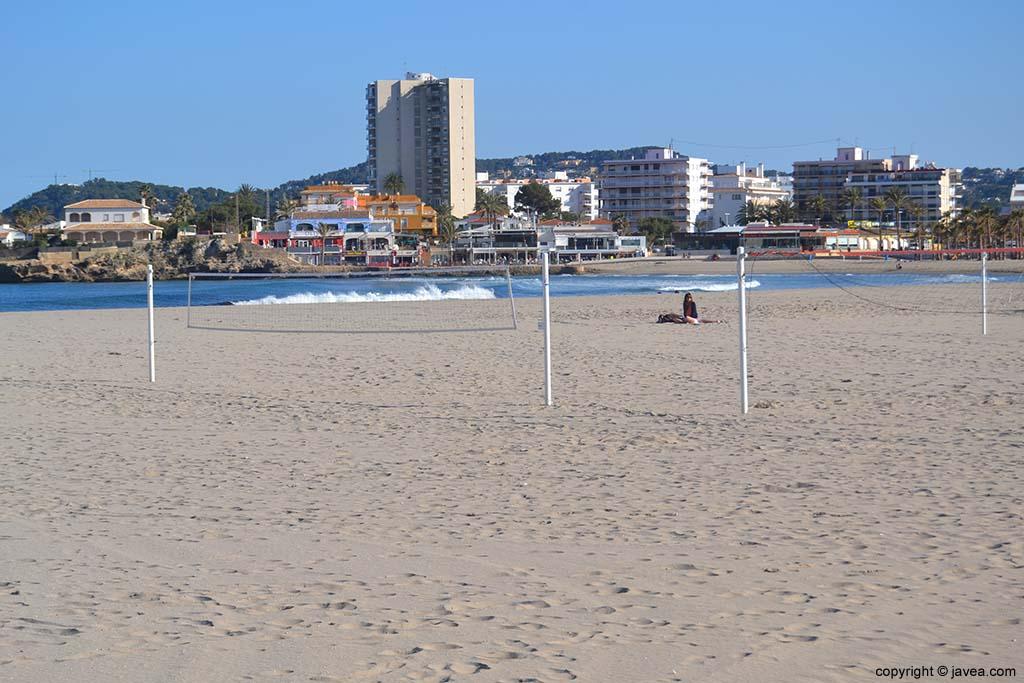 La Playa del Arenal es la única playa de arena de Jávea