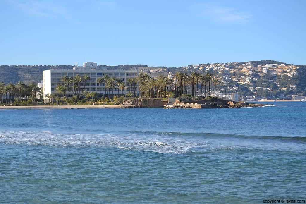 Parador Nacional de Turismo de Jávea desde la Playa del Arenal