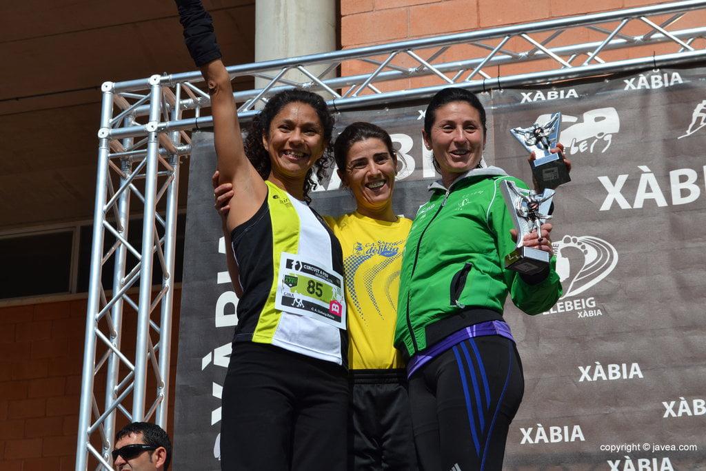 Mónica Mahiques, Violeta Gómez y Gina Virueña