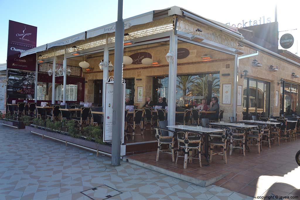 Restaurante Cocktelería Champagne en la Playa del Arenal de Jávea