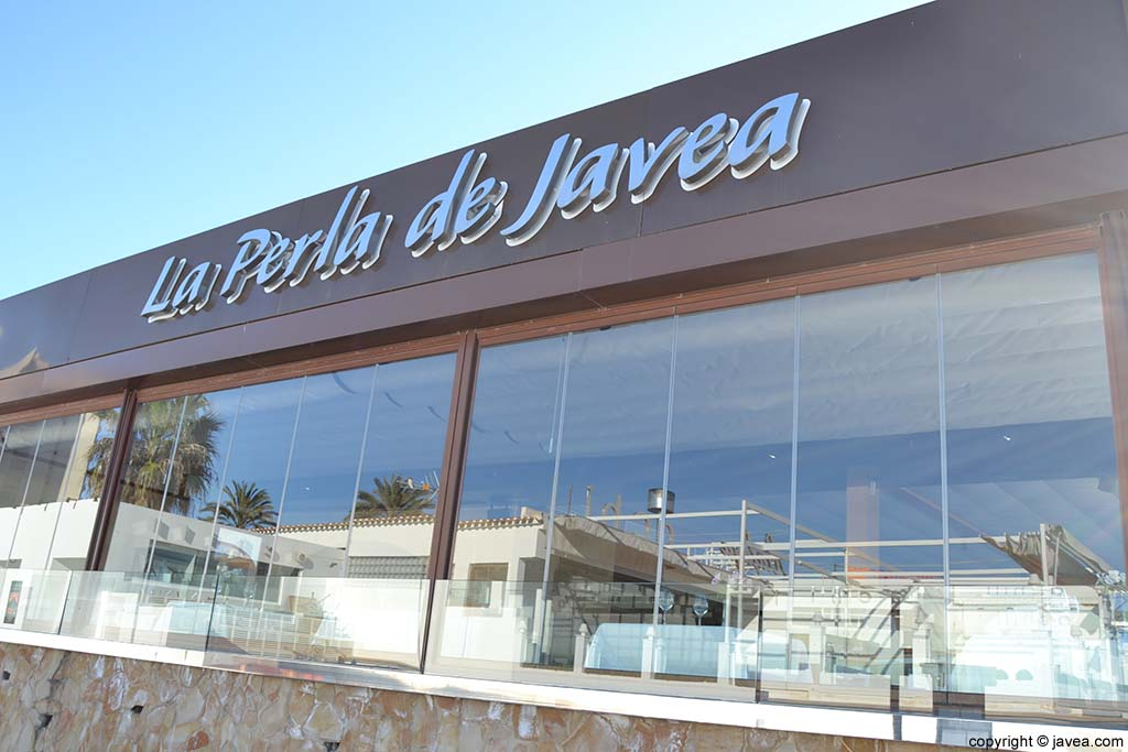 Restaurante La Perla de Jávea en la Playa del Arenal