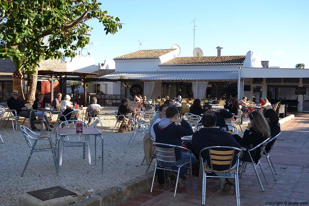 Terrazas de bares en la Playa del Arenal de Jávea
