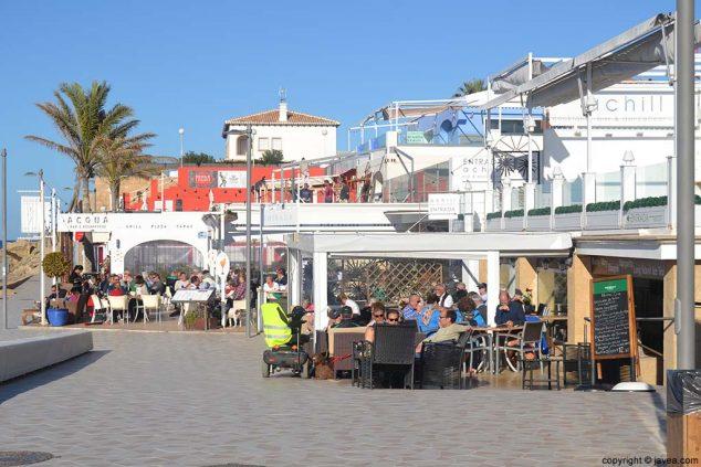 Bild: Terrassen am Strand von Arenal in Xàbia