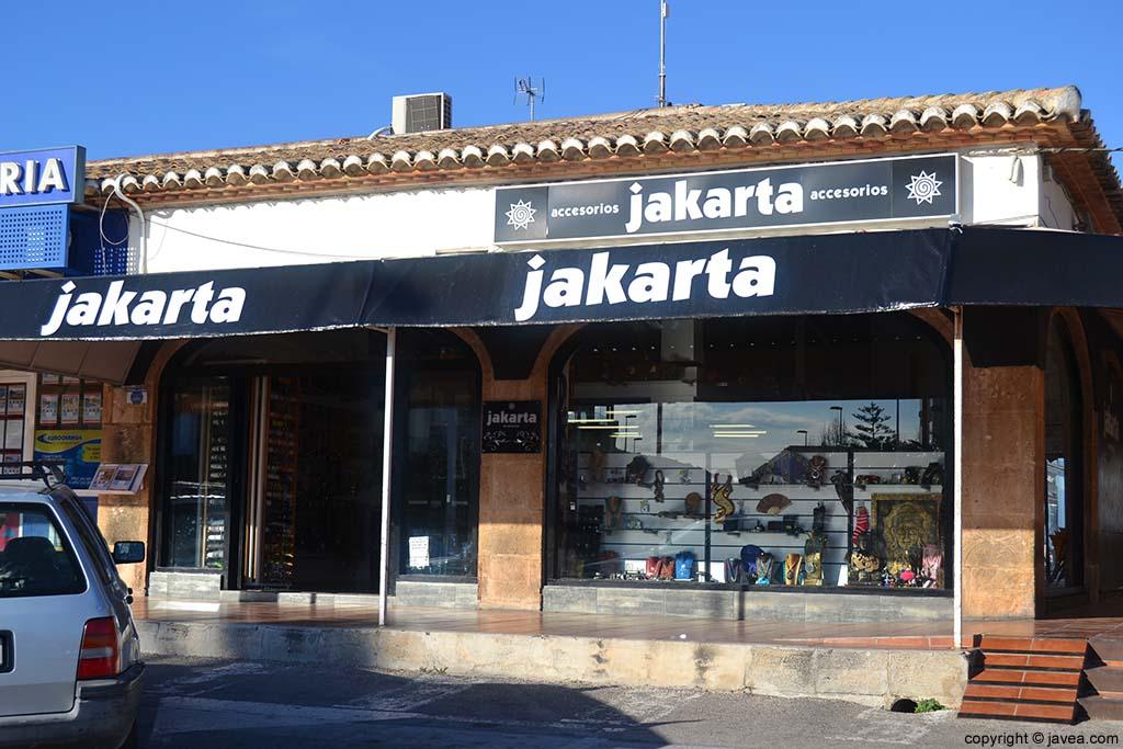 Tienda de complementos Jakarta en la Playa del Arenal de Jávea