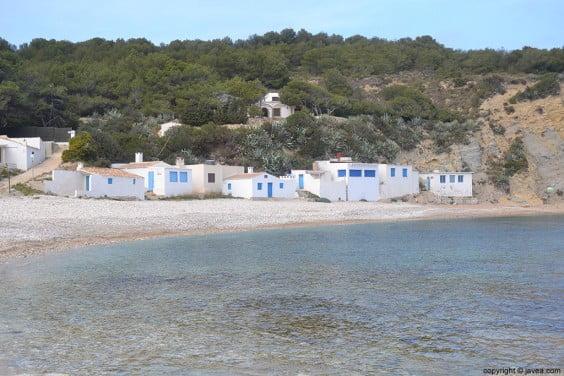 Antiguas casas de pescadores en la Cala de la Barraca de Jávea
