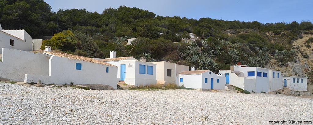 En la Cala del Portitxol de Xàbia son características las antiguas casas de pescadores