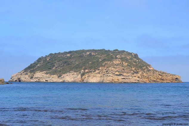 Imagen: Isla del Portitxol en la cala de la barraca de Jávea
