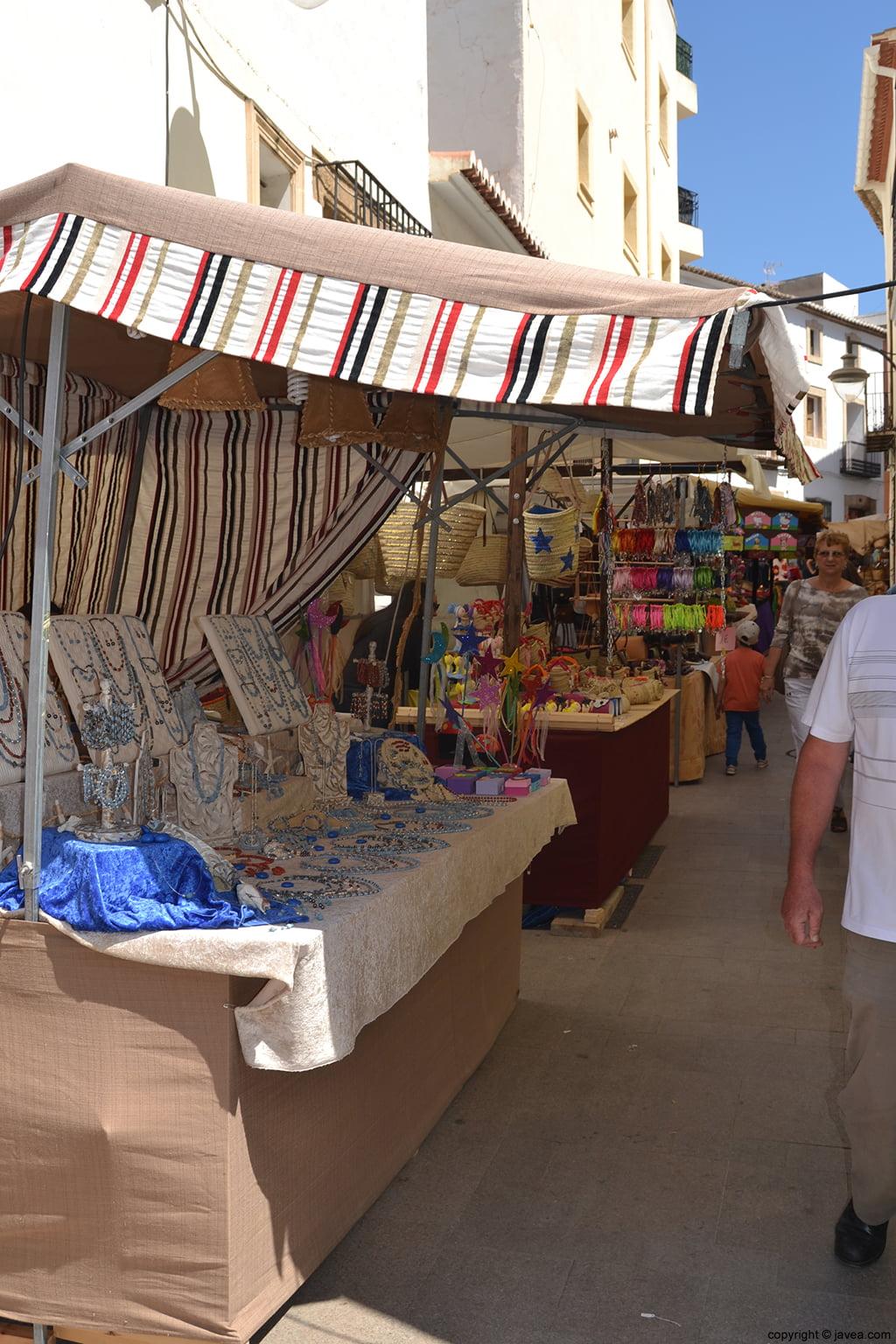 Las calles del Casco Antiguo de Xàbia se llenan de colorido durante la Semana Santa