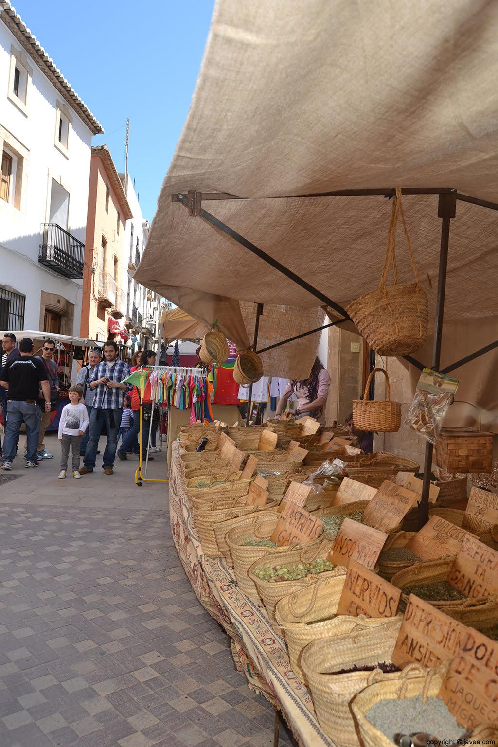 Las calles del Centro Histórico de Jávea se llena de artesanía durante la Semana Santa