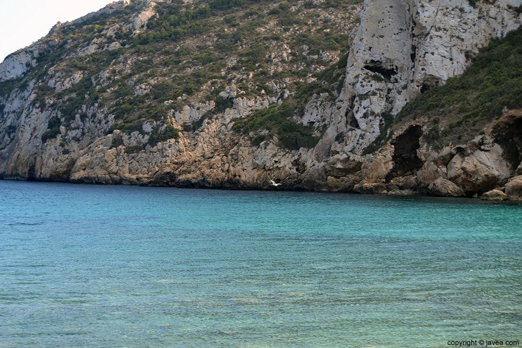 Mar en calma en Cala Granadella Jávea