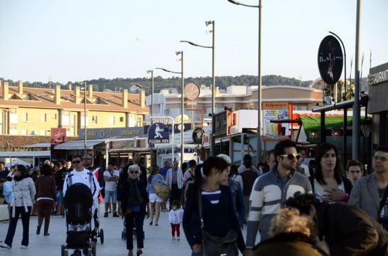 Paseo del tenista David Ferrer de Jávea durante la Semana Santa