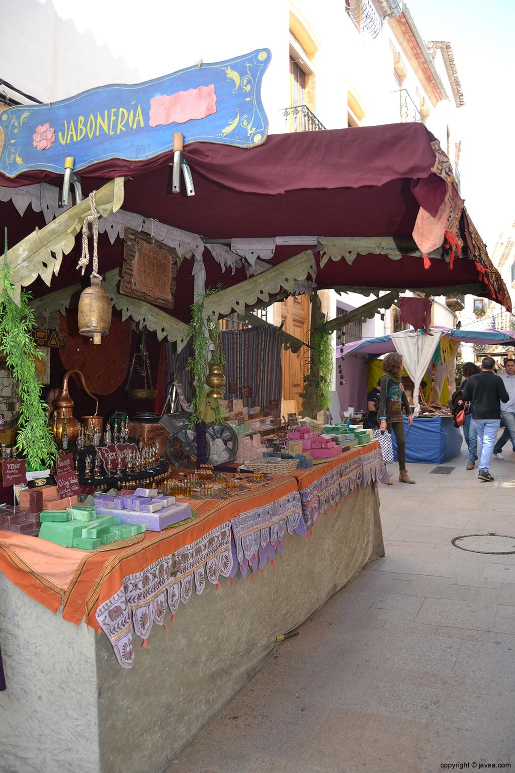 Puestos de artesanía en la Feria de Semana Santa de Jávea