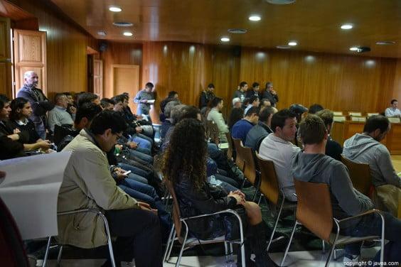 Sesión en la que se abrieron los sobres de los interesados en obtener los servicios temporales de las playas de jávea