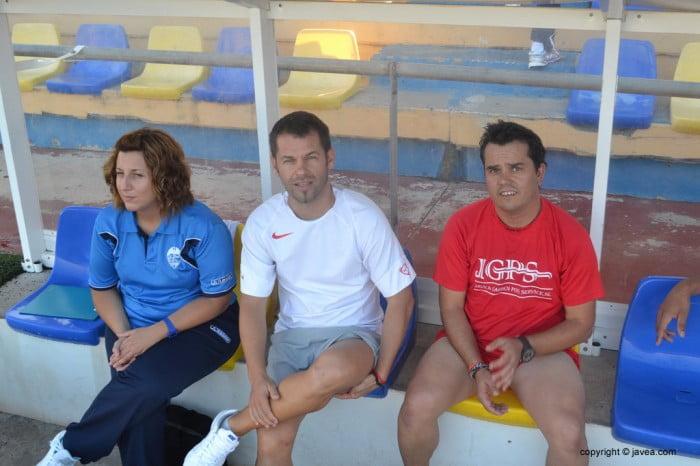 El técnico javiense, José Luis Bisquert junto a sus ayudantes
