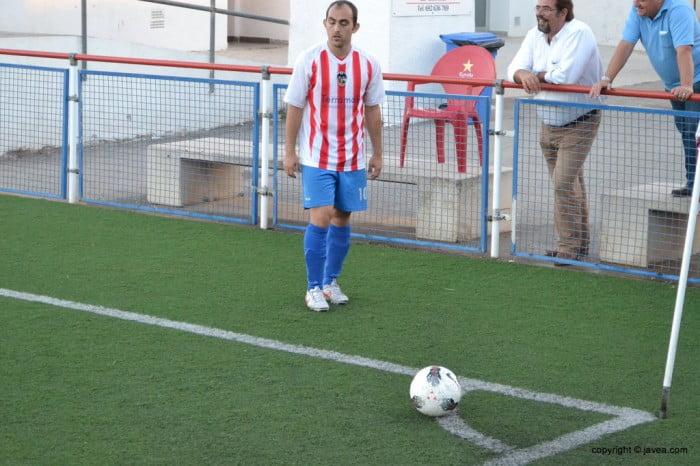 Dani García sacando un corner