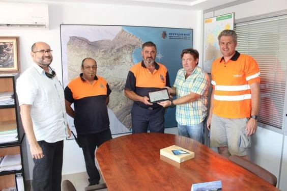 Amjasa dona una tablet a Protección Civil