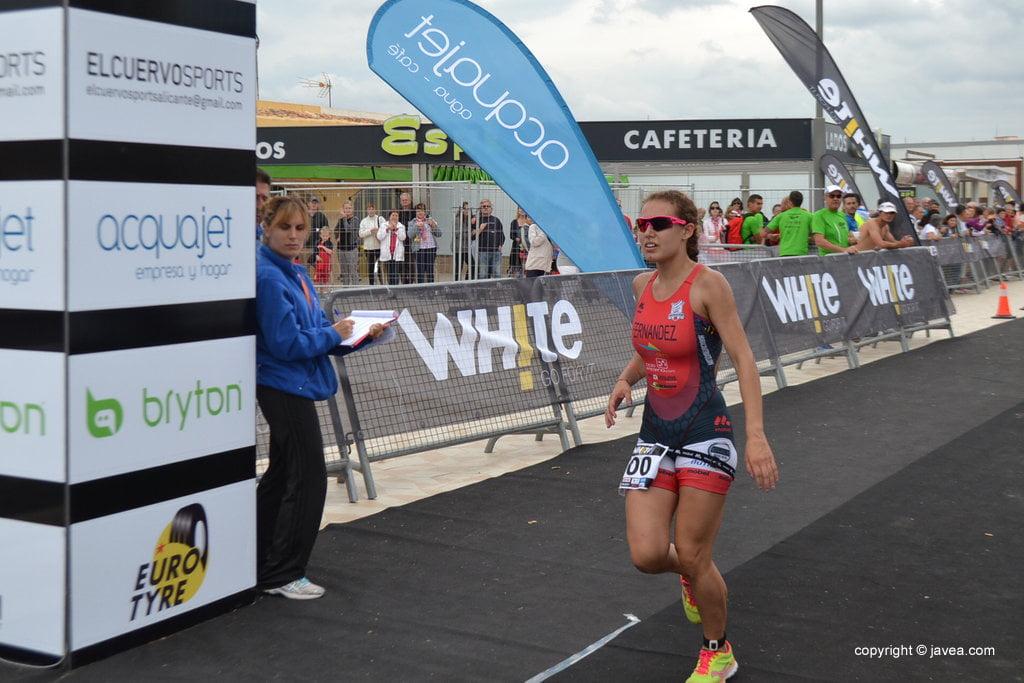 Andrea Fernández entrando en meta