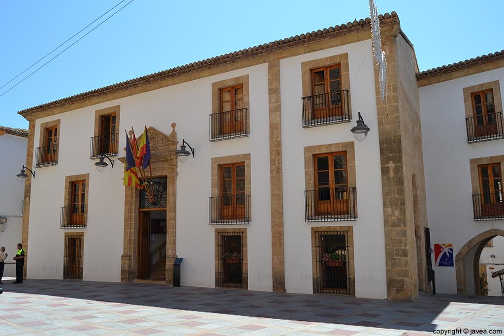 Ayuntamiento de Jávea en la Plaza de la Iglesia