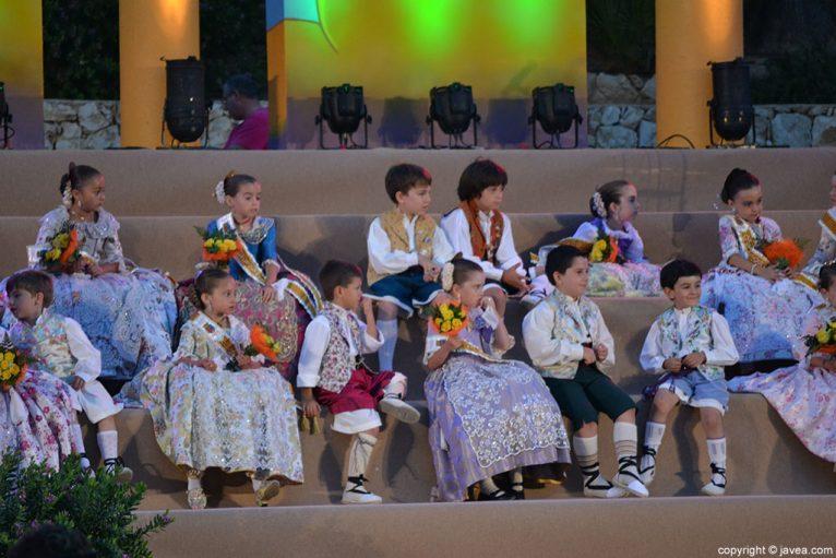 Corte de honor infantil en la proclamación infantil de Fogueres 2014