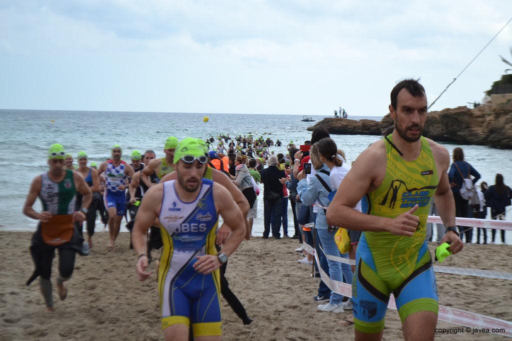 David Ribes saliendo del mar