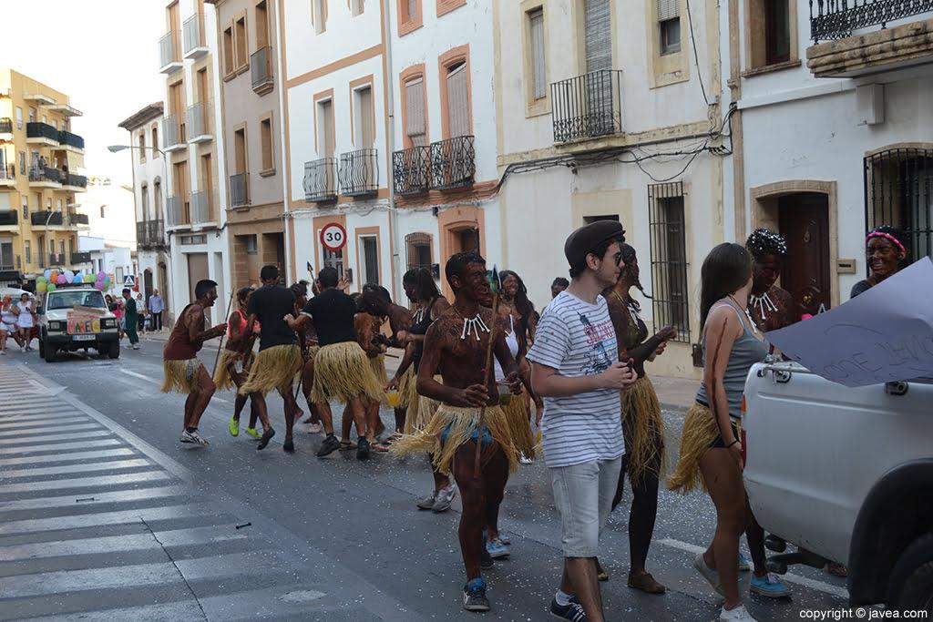Desfile de peñas de Jávea en las fiestas de San Juan
