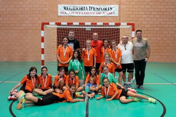 El edil de deportes, Juan Luis Cardona con las campeonas provinciales
