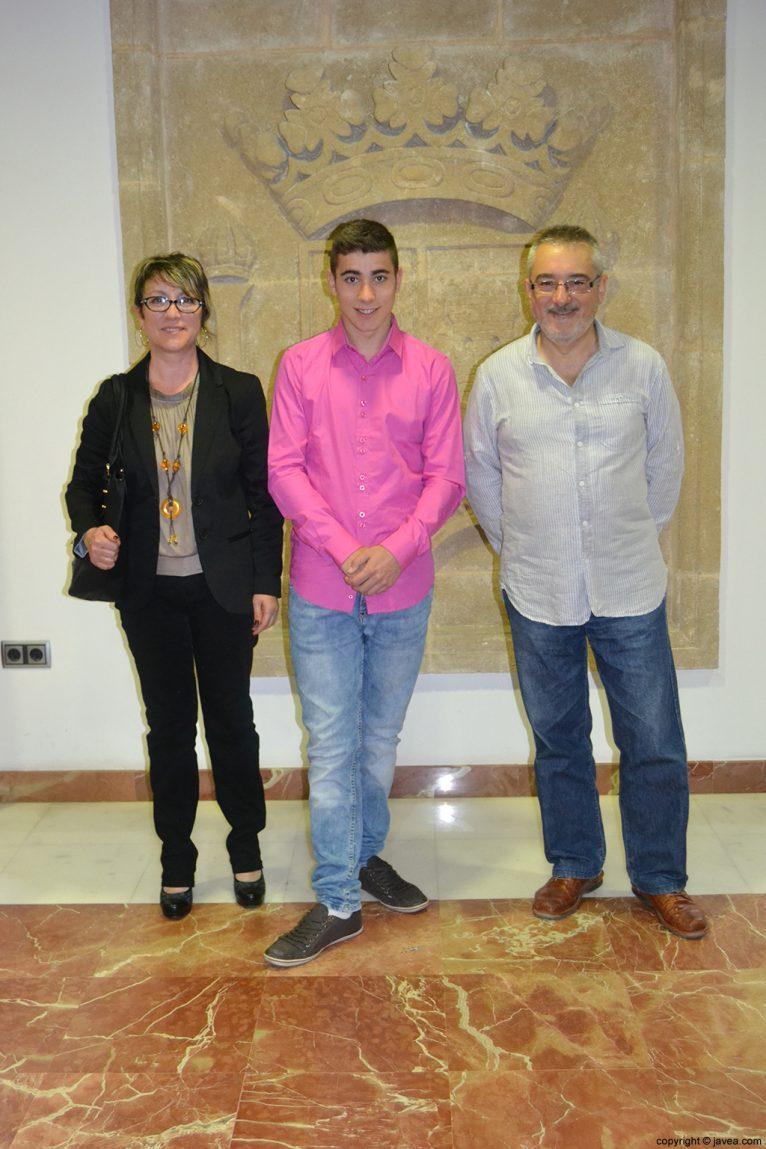 Jordi Pons Diego, presidente de la quintà 2014,  junto con sus padres