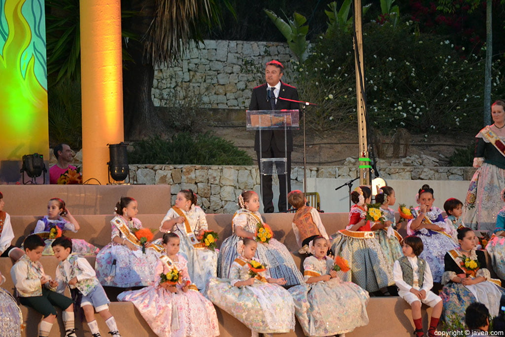 José Chulvi durante su discurso en la proclamacion infantil de Fogueres 2014