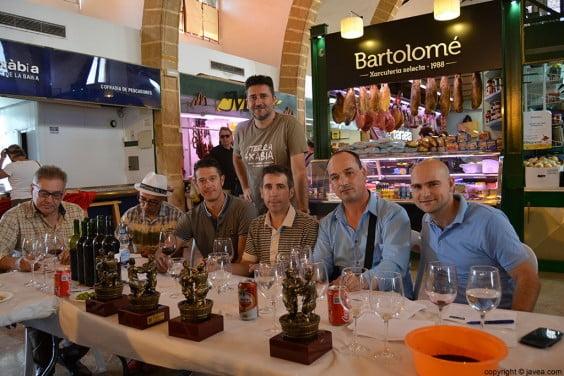 Juan Luís Cardona con los miembros del jurado