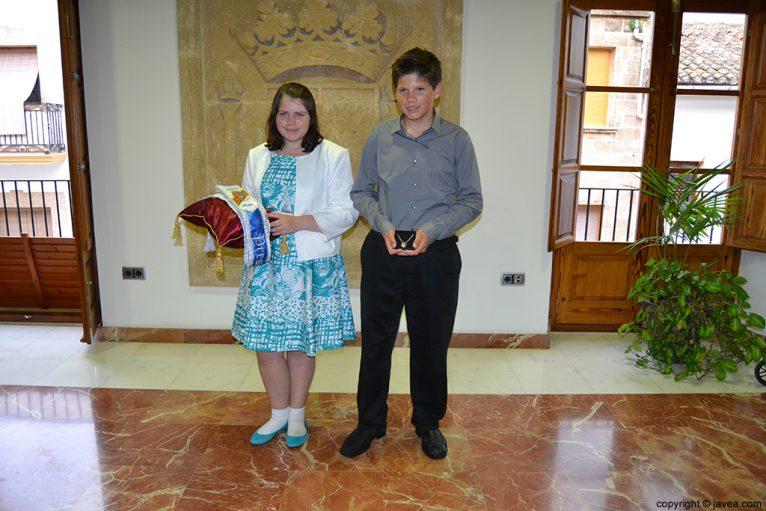 Kylie Barnes y George Walker, presidentes de la Comisión Juvenil de Fogueres 2014
