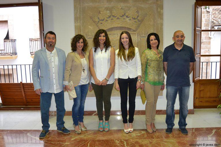 Las damas de honor, Lucía Andrés y Berta Lucas, junto con sus padres