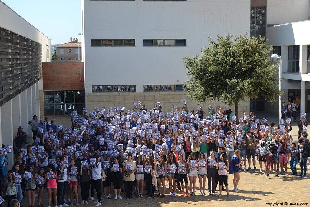 Los alumnos del IES n1 de Xàbia se han concentrado pidiendo que Khrystyna vuelva a casa