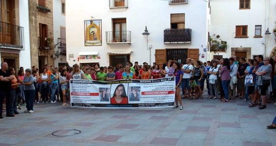 Manifestación en la Plaza de la Iglesia para pedir la vuelta a casa de la joven desaparecida
