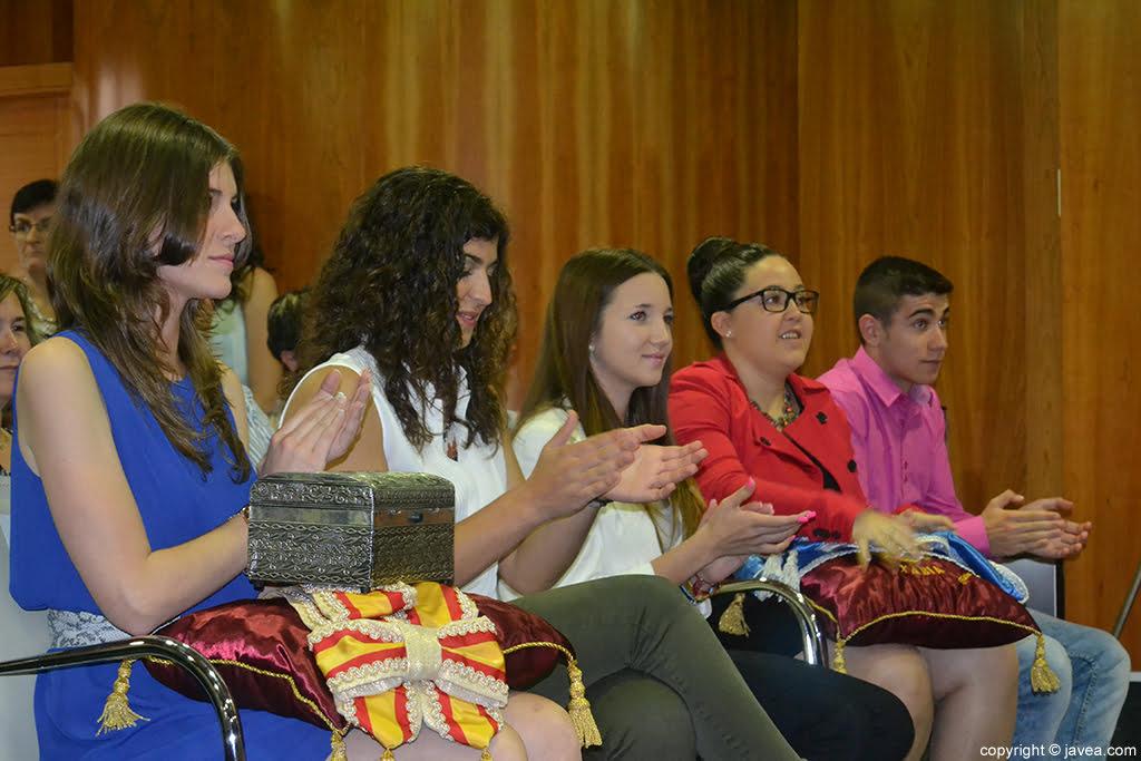 Mar Bisquert Bover, Lucía Andrés Lacueva, Berta Lucas López, Tatiana Caballero Sánchez y Jordi Pons Diego durante el acto de imposición de bandas