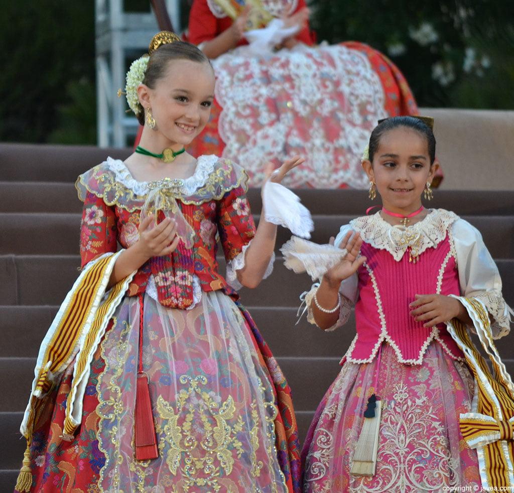 Miembros de la Corte de Honor Infantil de las Hogueras de San Juan 2014 Jávea