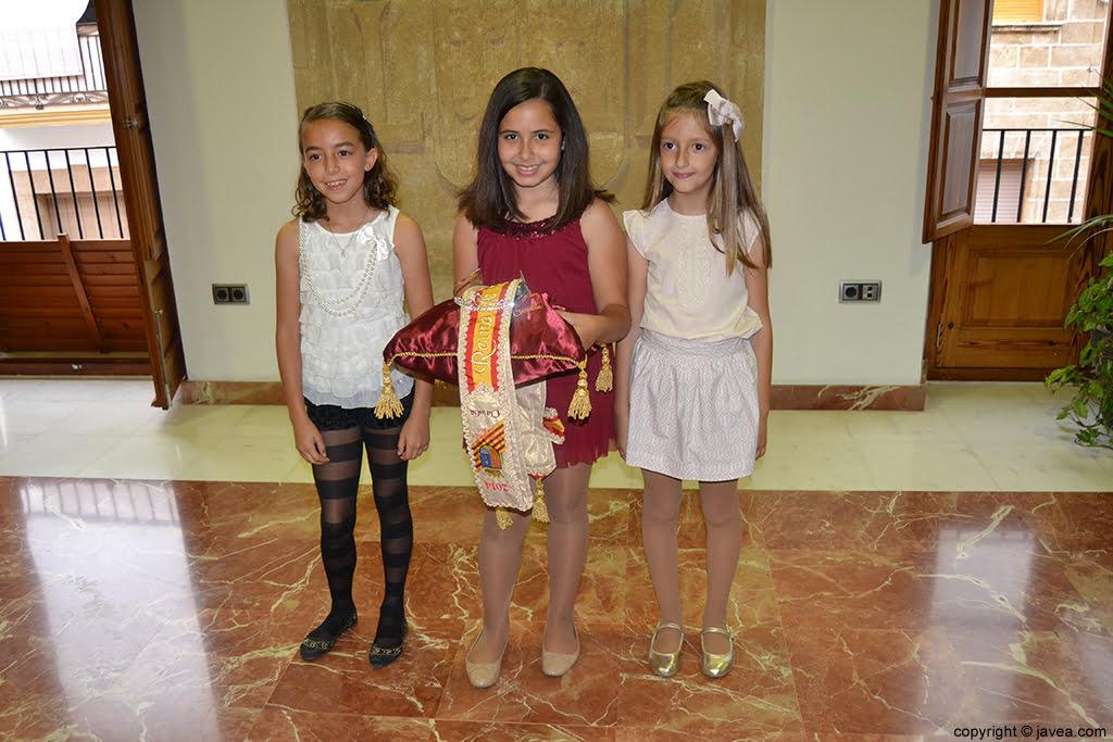 Nerea Mata, Claudia Sánchez y Andrea López, reina y damas de les fogueres 2014