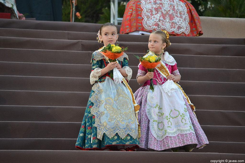 Niñas de la corte de honor infantil de les Fogueres de Sant Joan 2014