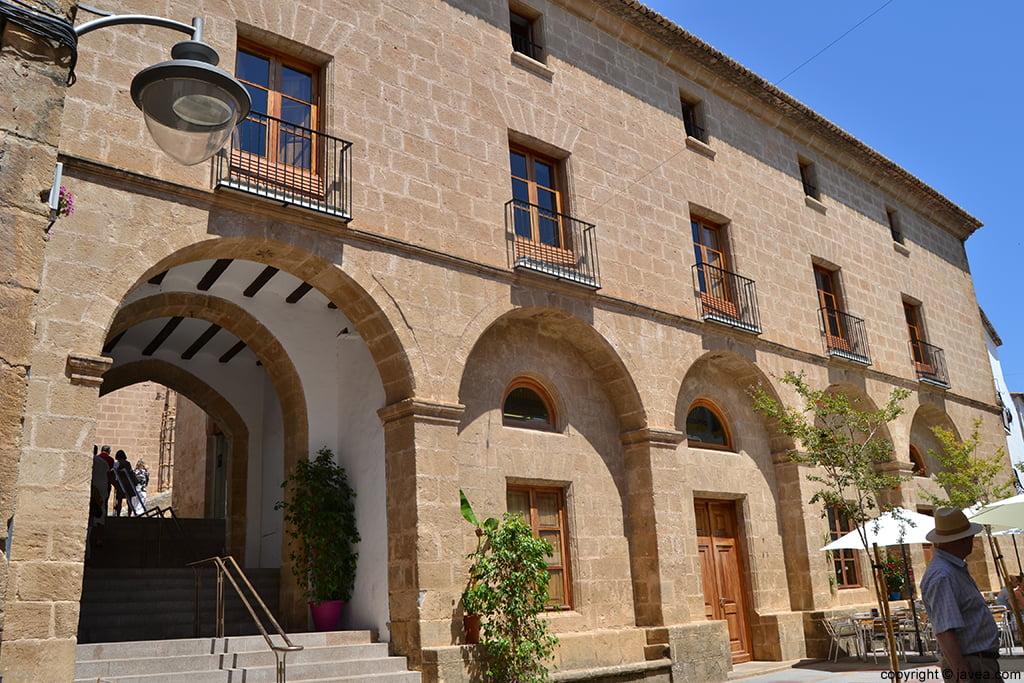 Parte  trasera del Ayuntamiento de Jávea desde la Plaça de Baix