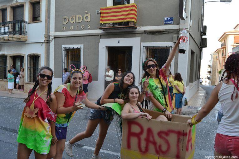 Peña participando en el desfile de carrozas de Jávea