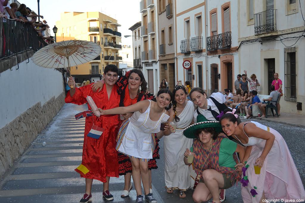 Penyes Santjoaneres en el desfile de carrozas