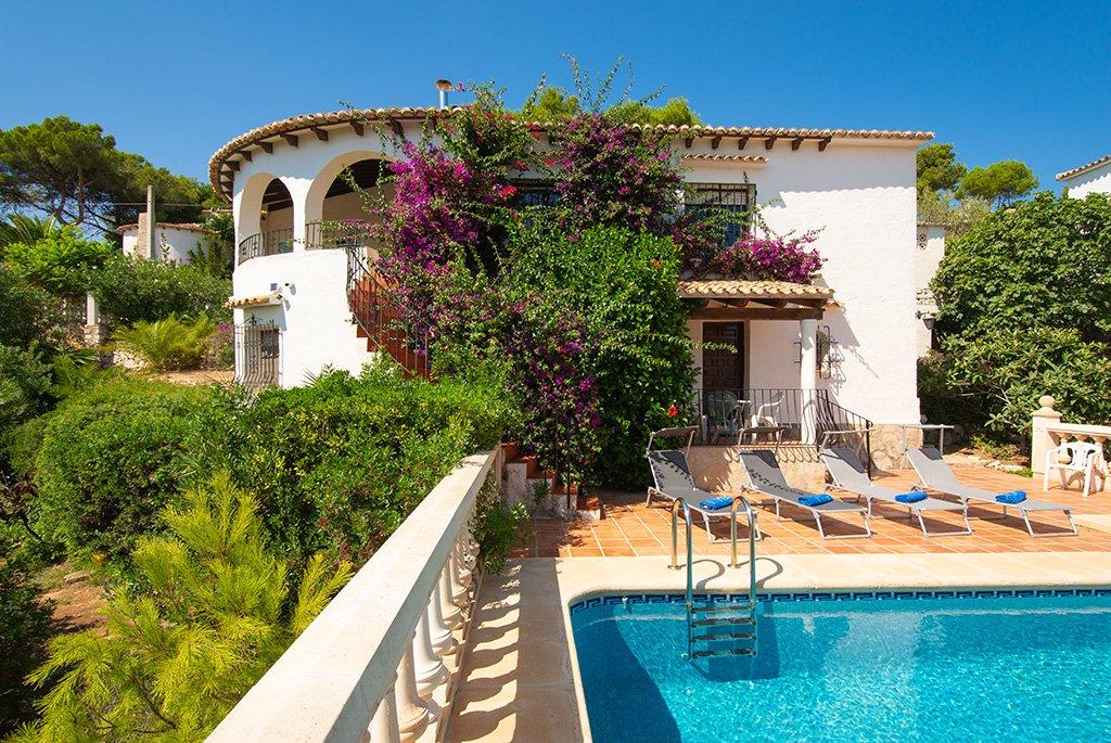 Casa con piscina Aguila Rent a Villa