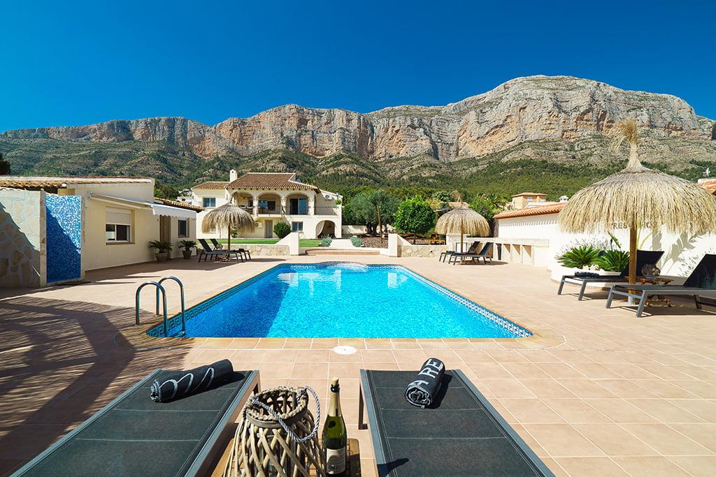 Casa de vacaciones con piscina en el Montgo – Aguila Rent a Villa