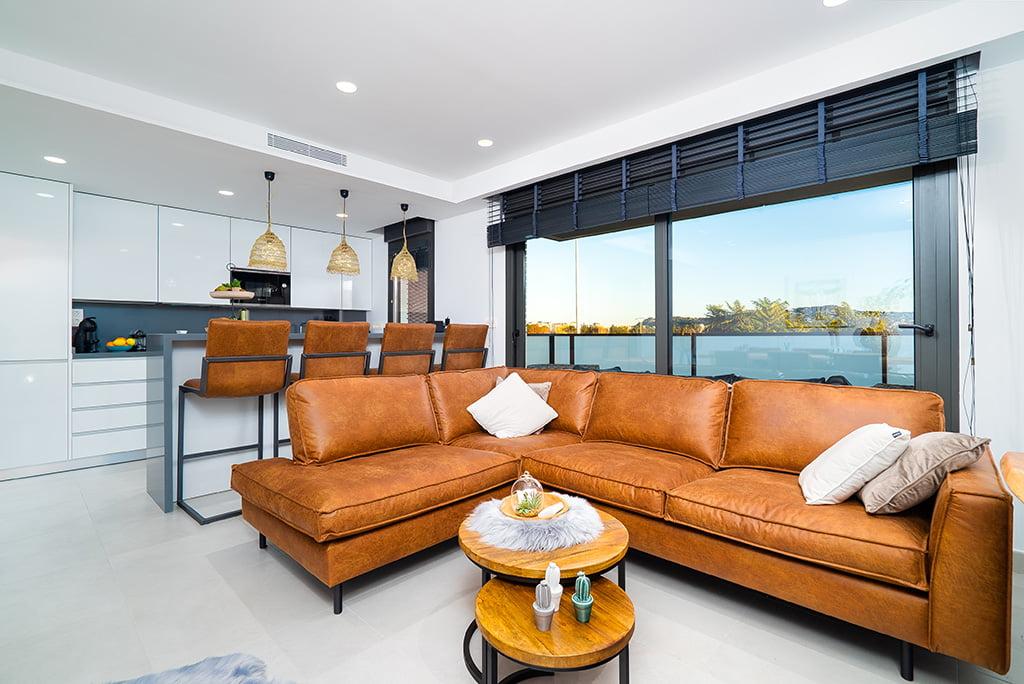 Interior piso moderno Aguila Rent a Villa