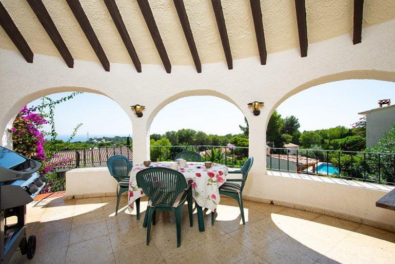 Terraza con vistas Aguila Rent a Villa