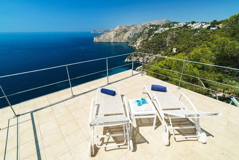 Terraza vistas al mar Aguila Rent a Villa