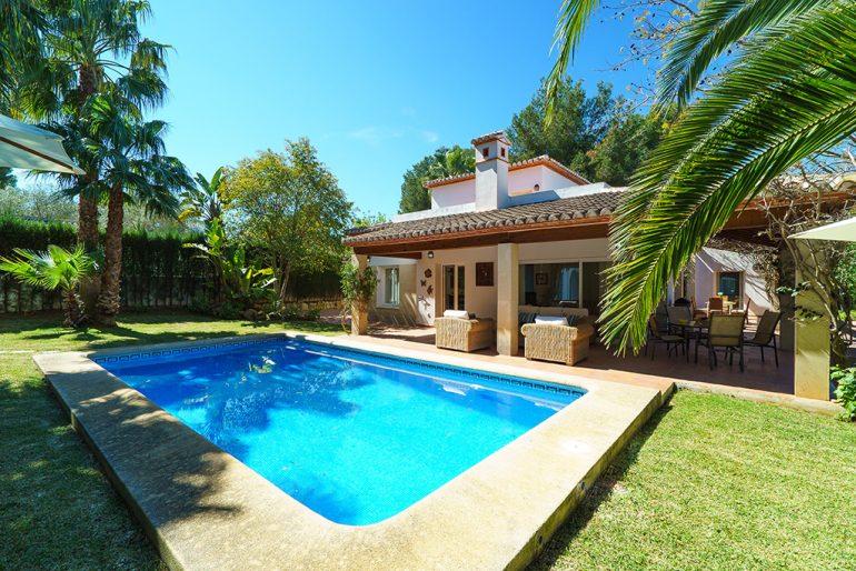 Villa lloguer amb piscina a Aguila Rent a Vila