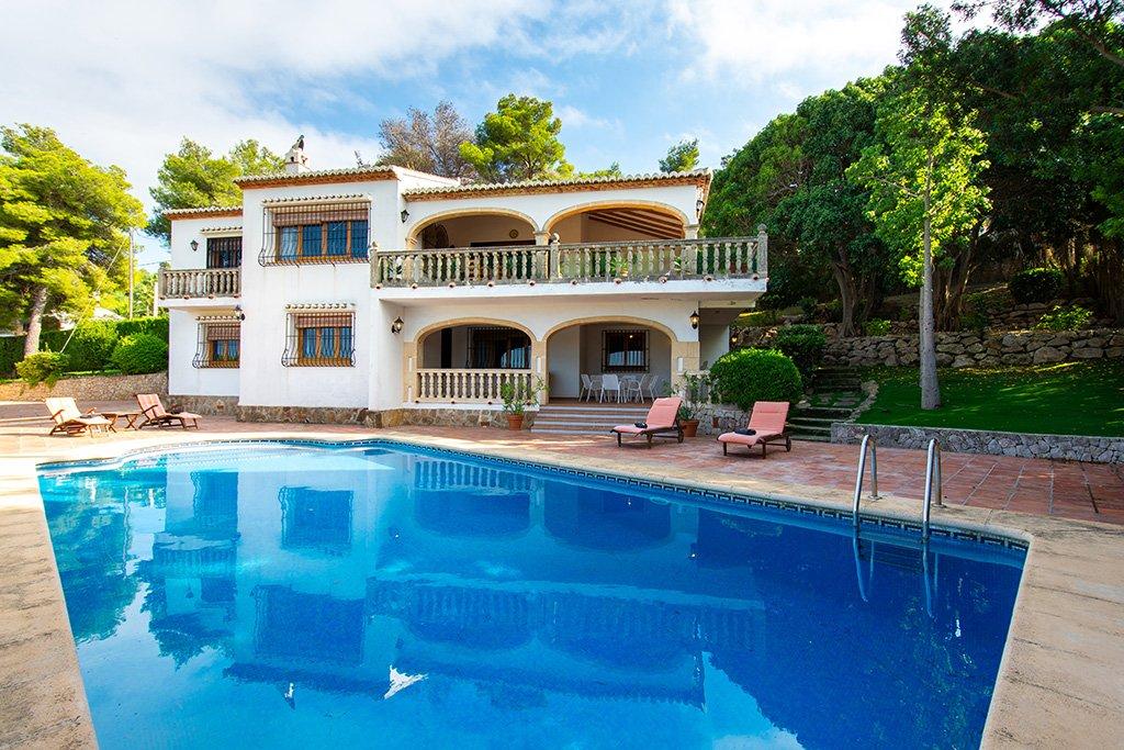 Villa con piscina Aguila Rent a Villa