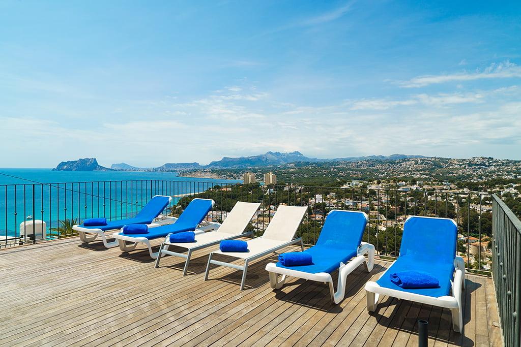 Vivienda con vistas al mar para vacaciones en Aguila Rent a Villa