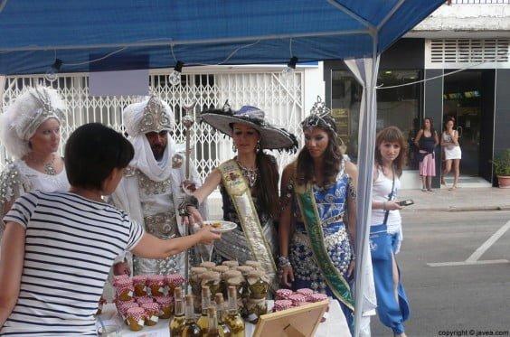 Abanderadas y capitanes moros del 2013 en la Feria Medieval